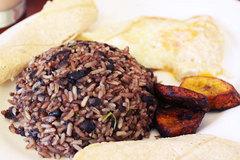 コスタリカの朝食の定番「ガジョ・ピント」
