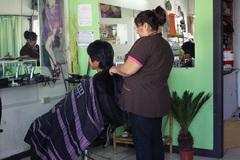 コスタリカで髪を切る2号